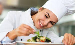 שכרו שף פרטי למסיבה האינטימית שלכם: 4 סיבות נהדרות